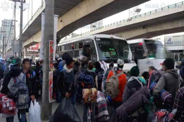 Los migrantes continúan este día su ruta hacia la frontera con Estados Unidos, y se dirigen a la caseta de Tepozotlán. Foto: Especial