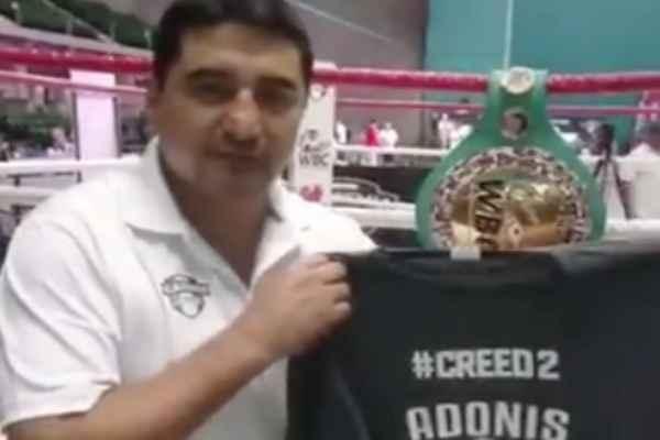 Frente al ring, el pugilista mexicano lanzó la invitación. Foto: Especial