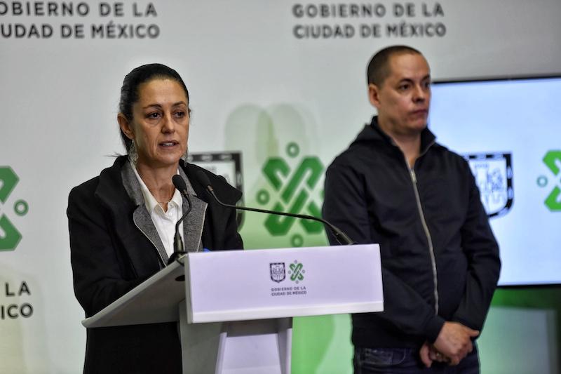 Locatel tiene 342 operadores que atienden 15 mil llamadas diarias, informó Sheinbaum. Foto: Edgar López / El Heraldo de México.