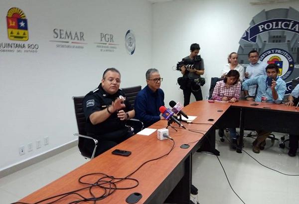 El fiscal general del estado, Óscar Montes de Oca, y el secretario estatal de Seguridad Pública, Alberto Capella en conferencia de prensa.