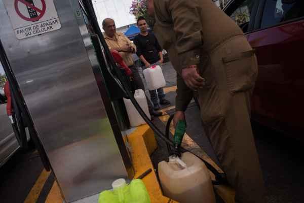 El 69.5% de las unidades de abasto revisadas no tenían combustible. Foto: Archivo | Cuartoscuro
