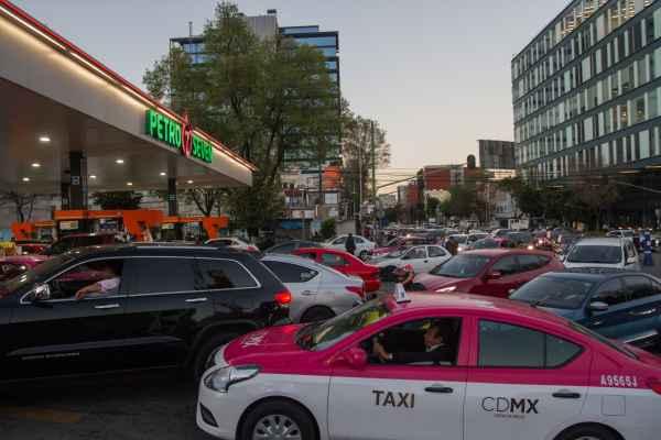 El Gobierno solicitó el apoyo de la gente para denunciar el huachicoleo. Foto: Cuartoscuro