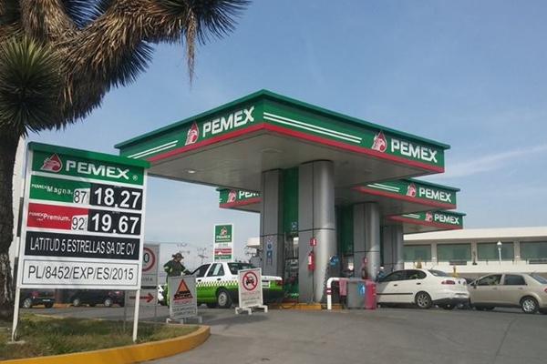 Pemex anunció que las refinerías siguen trabajando. FOTO: ESPECIAL