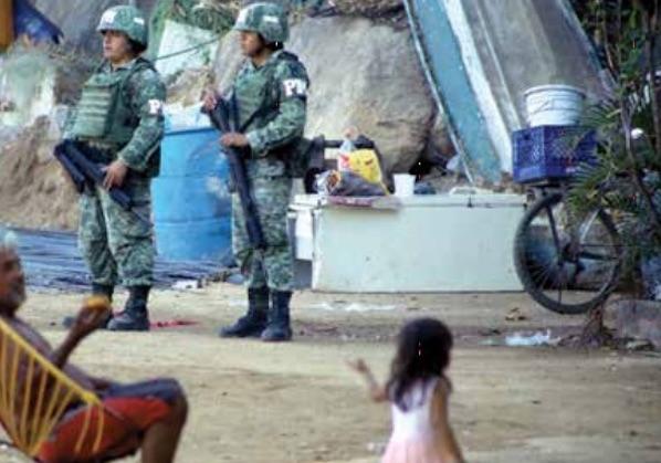 Trabajadores del astillero playa Manzanillo, que ocuparon por más de cinco décadas, fueron desalojados por elementos de la Marina y Sedena.  Foto: Cuartoscuro