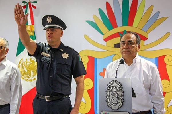 El gobernador también le tomó protesta a Pedro Ocampo Solis, como su secretario privado y a Humberto Díaz Villanueva como su secretario particular.