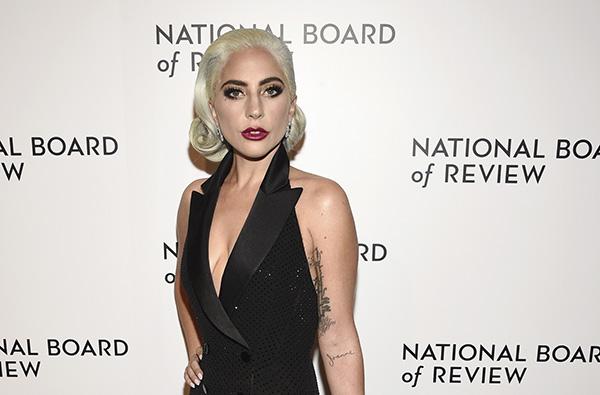 Gaga escribió en colaboración con Kelly en