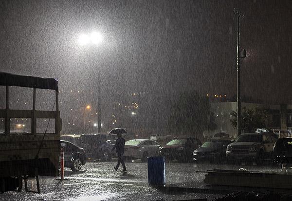 Por su parte, el frente frío número 27 se disipará en el noroeste de México, sin embargo, la vaguada polar en combinación con la corriente en chorro, mantendrán condiciones de cielo nublado con lluvias. FOTO: CUARTOSCURO