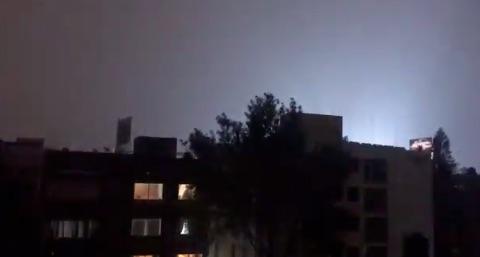 Luces sobre el cielo de la CDMX. Foto: @GuillermoReyes_
