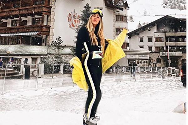 "La guapa bisnieta de Silvia Pinal, Michelle Salas, combinó este outfit con las famosas botas ""moon boot"". FOTO: INSTAGRAM"