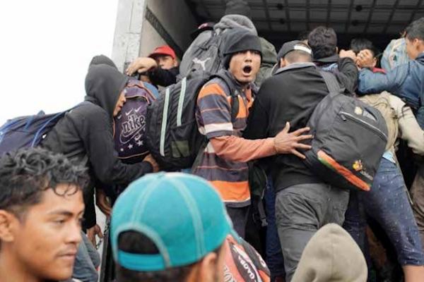 Algunos migrantes se encuentran en Tierra Blanca, Veracruz. Foto: Reuters