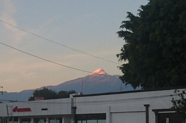 La Unidad Estatal de Protección Civil y Bomberos de Jalisco (UEPCBJ) informó que anoche fue localizado una persona que estaba reportada como extraviada en el Nevado de Colima.