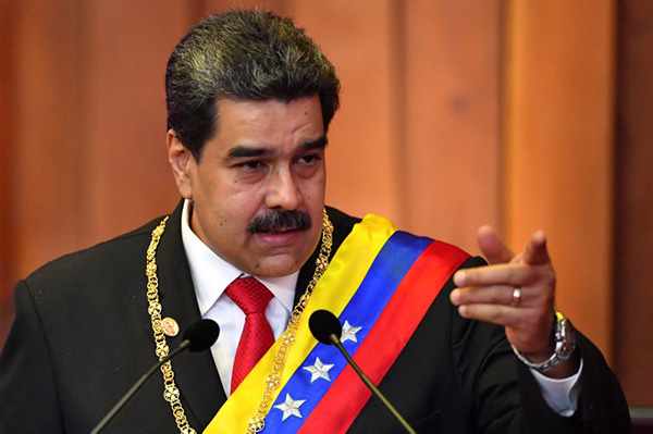 Maduro juró hoy su nuevo mandato acompañado sólo por cuatro jefes de Estado de países latinoamericanos. FOTO: AFP