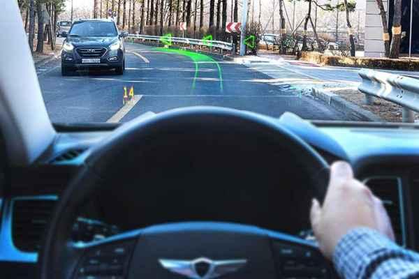 Hyundai informó que la pantalla de WayRaytambién muestrafuncionesde asistencia avanzadacomo avisos de cambio de carril y advertencias de colisión frontal. Foto: Especial
