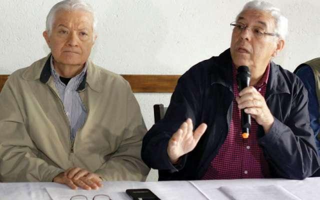 Gabriel Hinojosa (derecha), líder de Sumamos, se propuso como interino. Foto: Enfoque