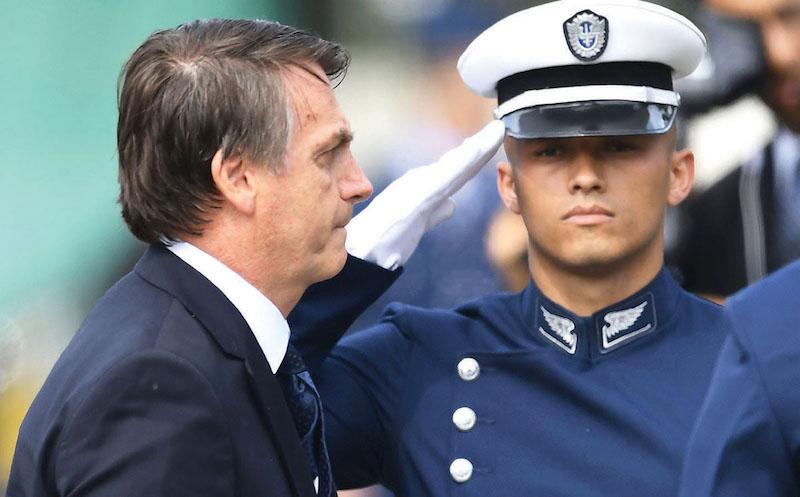 El presidente Bolsonaro decidió enfrentar la violencia con militares. Foto: AFP