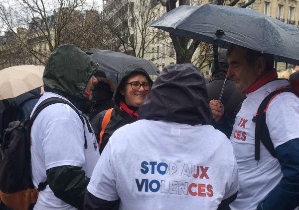 La policía de París informó que en un principio la marcha iba manifestarse a favor del presidente de Francia, Emmanuel Macron, pero posteriormente fue en defensa de las instituciones
