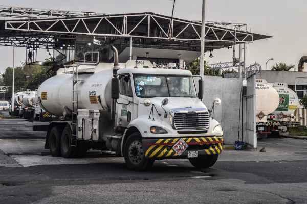 Pemexha obstaculizado que las pipas de la Cámara Nacional de Autotransporte de Carga llegue directamente a las gasolineras. Foto: Archivo | Cuartoscuro