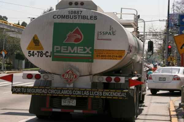 Los vehículos con el combustible salieron a las 24:00 horas de Coatzacoalcos. Foto: Archivo | Cuartoscuro