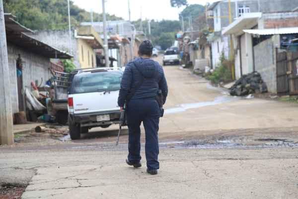 Además de los detenidos, los autodefensasdecomisaron una camioneta con reporte de robo, varias armas de fuego y 15 mil litros de combustible. Foto: Archivo | Cuartoscuro