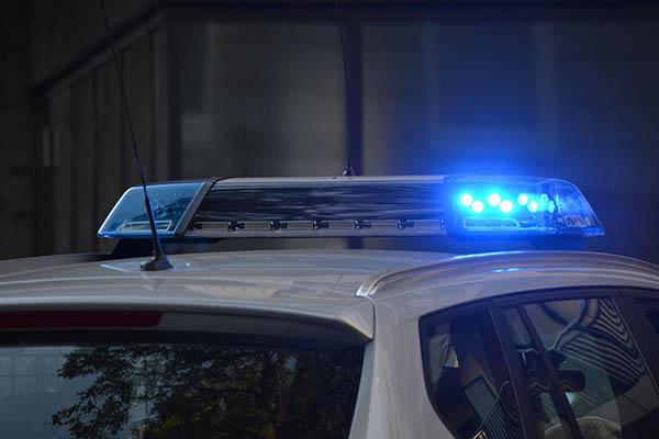 De acuerdo con los vecinos, después del ataque tres hombres escaparon en una motocicleta.