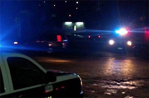 Los presuntos agresores dispararon en varias ocasiones a las patrullas de la policía municipal, por lo que respondieron a la refriega. FOTO: ESPECIAL