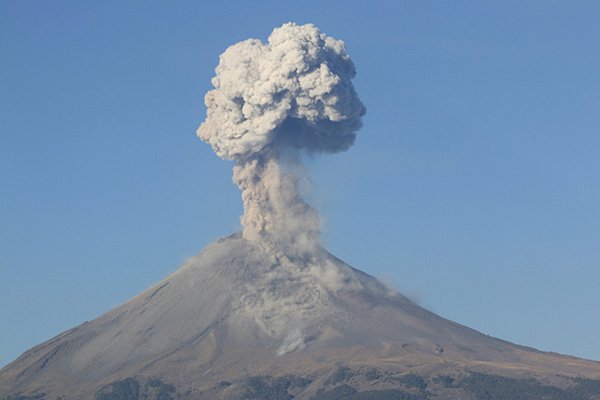 La ceniza, en caso de emisiones del volcán, podría dirigirse hacia Tochimilco, Huejotzingo, Chiautzingo, El Verde, Texmelucan, Tlalancaleca y Tlahuapan. FOTO: NOTIMEX