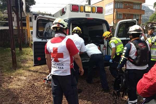 Aproximadamente a las 12:00 horas de este miércoles, la persona del sexo masculino fue rescatada y se encuentra consciente. FOTO: ESPECIAL