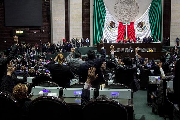 El documento fue dado a conocer en sesión del pleno. FOTO: CUARTOSCURO
