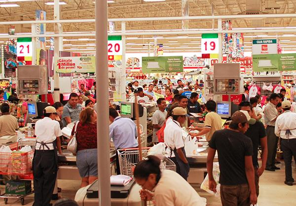 En diciembre del año pasado, las ventas en tiendas iguales cayeron 1.3 por ciento en términos reales. FOTO: CUARTOSCURO