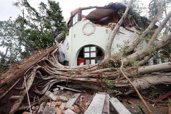Debido a la cantidad de derrumbes no se descarta que pudieran aparecer más víctimas, según afirmó el gobierno local.  FOTO: AGENCIAS