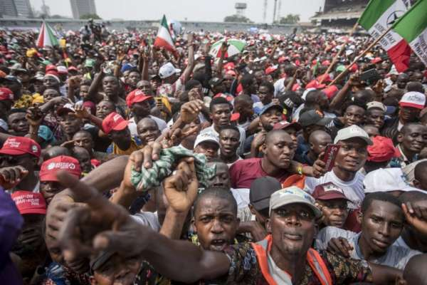 El acto de campaña fue encabezado por el presidente Muhammadu Buhari. FOTO: AFP