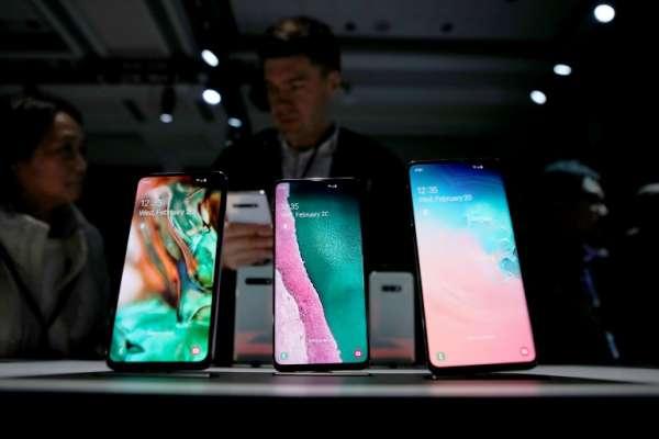 La firma surcoreana reveló como es habitual dos versiones de distintos tamaños de su teléfono más moderno. Foto:AFP