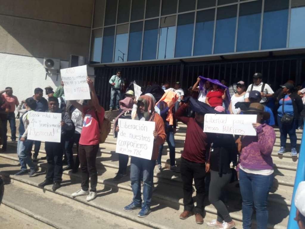 En Chiapas, inician bloqueos para exigir la liberación de 9 docentes