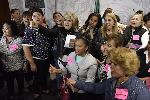 Trabajadoras de estancias infantiles asistieron a la Cámara de Diputados para pronunciarse en contra del recorte a Estancias Infantiles en el Presupuesto de Egresos de la Federación 2019. FOTO: MARIO JASSO /CUARTOSCURO.COM