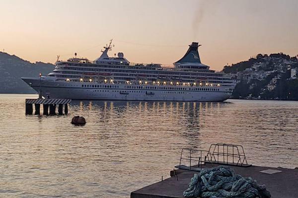 Con más mil 471 personas a bordo, el crucero MV Artania arribó  el 2 de febrero al puerto de Acapulco, informó el secretario de turismo de Guerrero. Foto: Notimex.