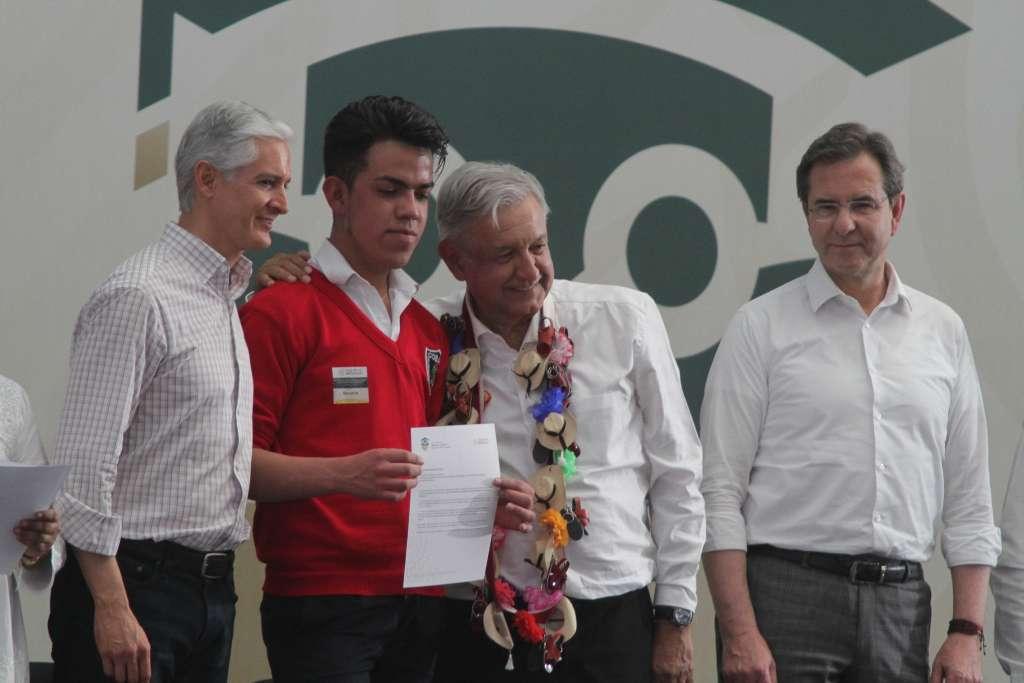 López Obrador estuvo en el municipio de Tejupilco. FOTO: NOTIMEX