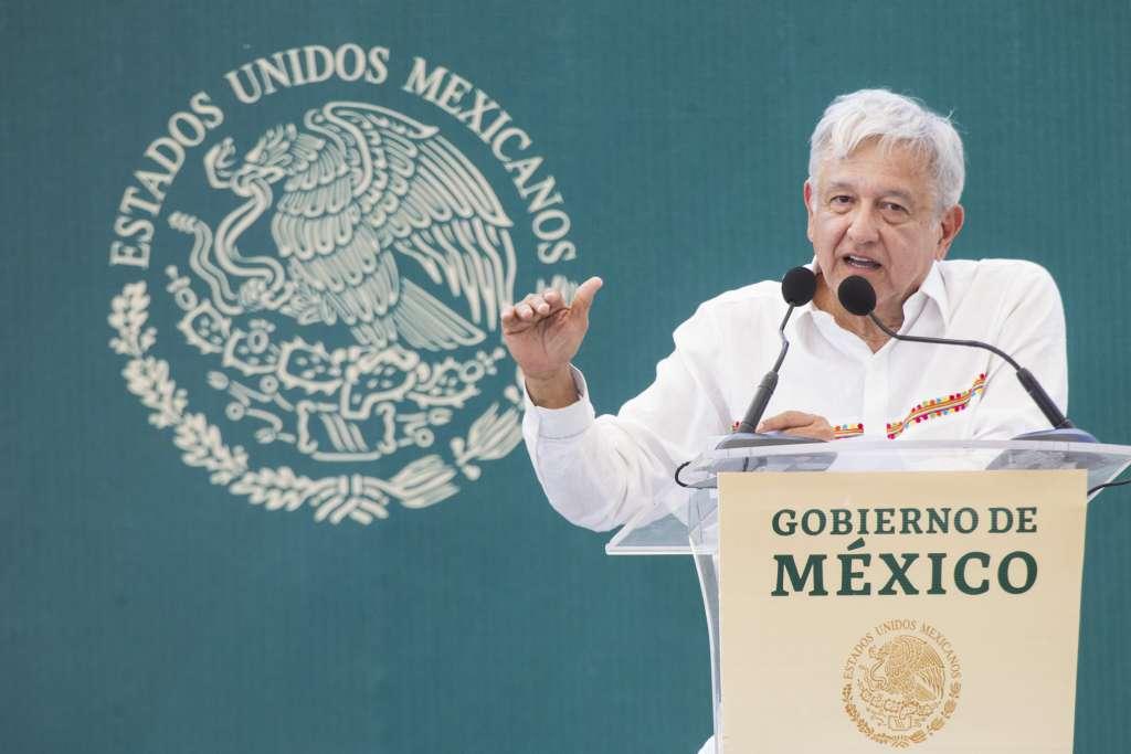 López Obrador entrega Crédito Ganadero en Campeche