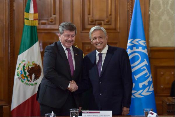 El mandatario dio a conocer que en el encuentro estuvo acompañado por los secretarios de Relaciones Exteriores, Marcelo Ebrard, y del Trabajo, Luisa María Alcalde