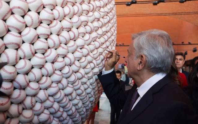 Andrés Manuel López Obrador inaugura Salón de la Fama