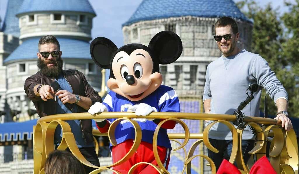 Julian Edelman and Patriots quarterback Tom Brady. FOTO: AP