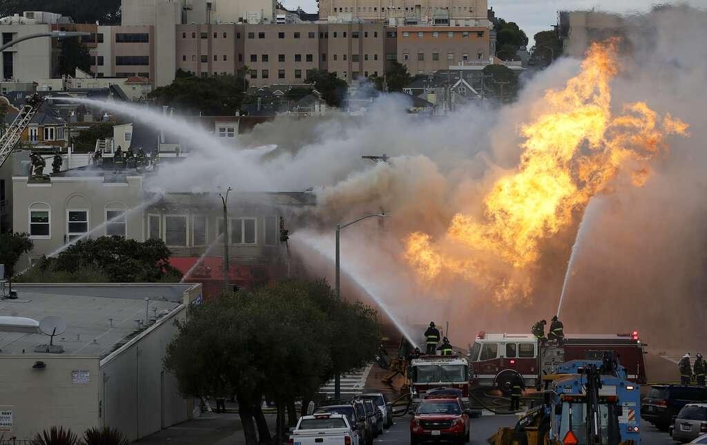 El incendio comenzó poco después de las 13:00 horas FOTO: AP