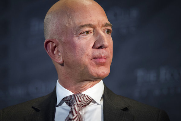 Jeff Bezos, fundador y CEO de Amazon,  el Club Económico de Milestone on en Washington. Foto. AP