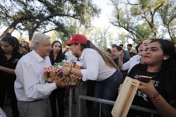 El Presidente fue recibido entre porras de los sinaloenses.. Foto: Cuartoscuro