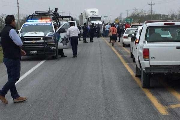 Bloquean carretera Victoria-Reynosa