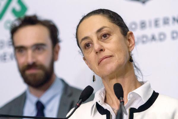 Claudia Sheinbaum Pardo, jefa del Gobierno de la Capital, acompañada de Andrés Lajous, secretario de Movilidad, en la conferencia de prensa de esta mañana. FOTO: VICTORIA VALTIERRA /CUARTOSCURO.COM