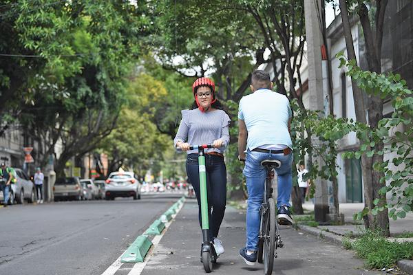 CARRIL. Monopatines conviven con bicis. Foto: Leslie Pérez / El Heraldo de México.