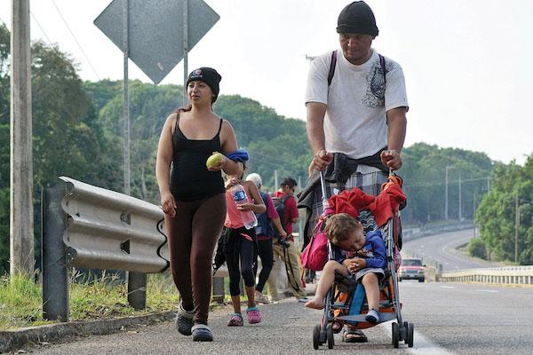 Migrantes de la primera caravana de 2019 caminan por varias rutas. Foto: Reuters