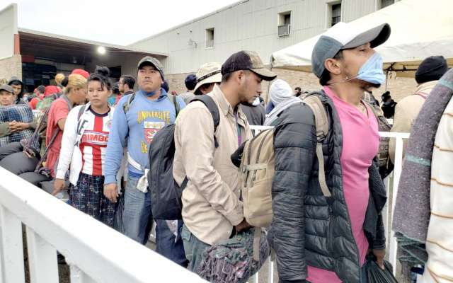 En total, más de dos mil migrantes esperan en las instalaciones que puso el municipio. FOTO: ESPECIAL