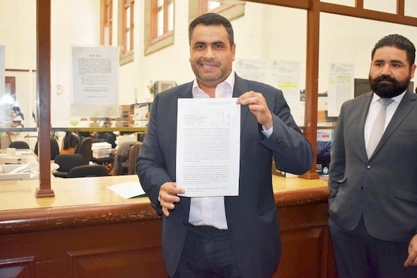 El presidente de Parral, Alfredo Lozoya, presentó su recurso legal. Foto: Especial.