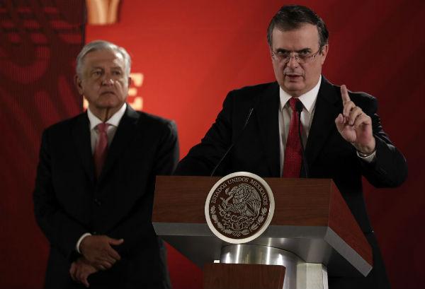 López Obrador se reunió en privado con el secretario de Relaciones Exteriores, Marcelo Ebrard. Foto Notimex